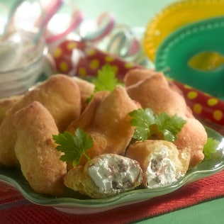 Herzahfte Pfannkuchen gefüllt mit Sardellen und Ricotta