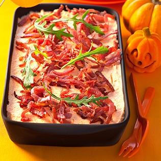 Herzhaftes Tiramisu mit Kürbis und Speck zu Halloween