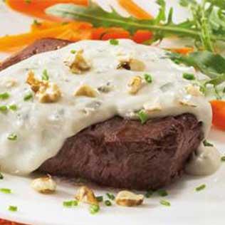 Kalbsfilet mit Gorgonzola Soße und Walnüssen