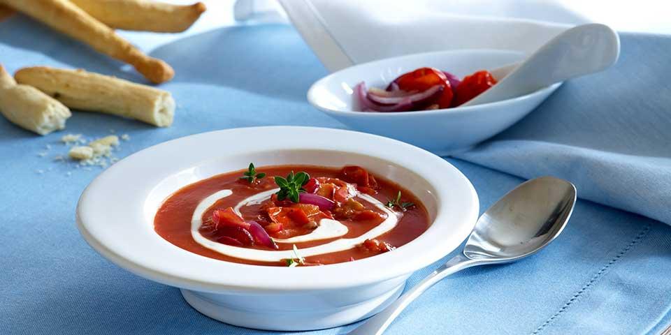 Cremige Tomatensuppe mit Kirschtomaten und Mascarpone verfeinert