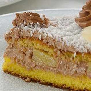 Kreolischer Kuchen mit Mascarponecreme, Kakao und Ananas