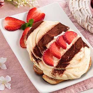 Osterei Tiramisu mit Erdbeeren und frischer Minze