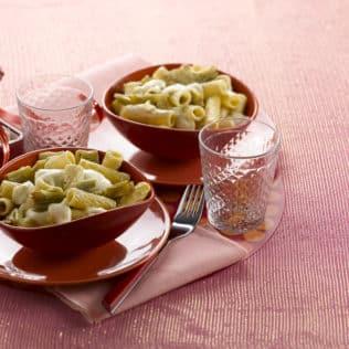 Pasta mit Mozzarella und Artischocken