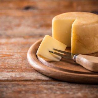 Italienische Käsespezialitäten - Schnittkäse auf Brett