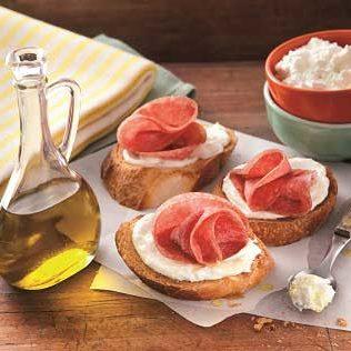 Crostini mit Ricotta und Salami - Italienisches Fingerfood und Snack