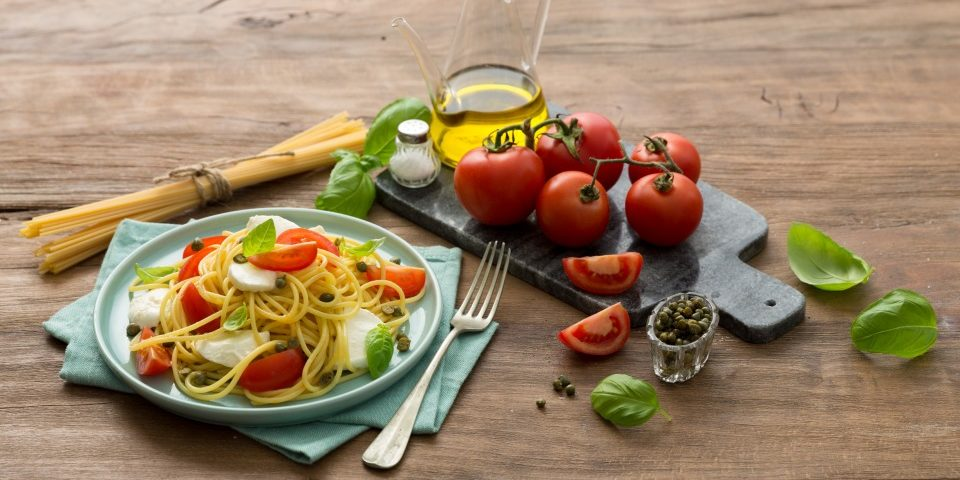Spaghetti mit Sardellen, Tomaten und Kapern